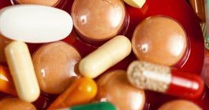 许多药片和胶囊在关闭英尺长度 影视素材