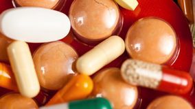 许多药片和胶囊在关闭英尺长度 30FPS 股票视频