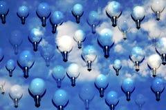 许多蓝色的电灯泡天空 图库摄影