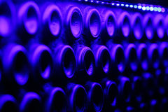 许多蓝色酒瓶 免版税图库摄影