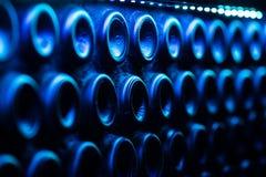 许多蓝色酒瓶 免版税库存照片