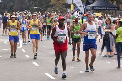 许多赛跑者和观众Ultra Marathon同志的 库存图片