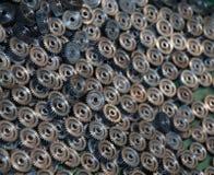 许多金属齿轮特写镜头  免版税图库摄影