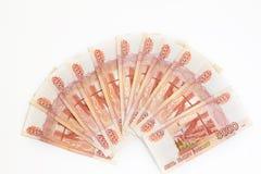许多钞票爱好者在五千俄罗斯卢布的衡量单位的 图库摄影