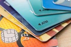 许多银行卡 库存图片