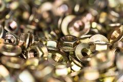 许多镀青铜六方形螺母紧密 免版税库存图片