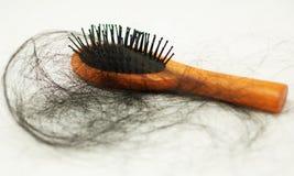 许多头发附有梳子使用后 免版税库存照片