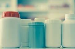 许多医学瓶 免版税库存图片