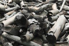 许多黑木炭由木头做 库存照片