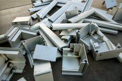 许多破烂物在地面上在建造场所 免版税库存照片