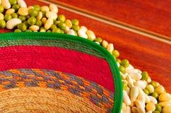 许多绿色利马豆好的显示  在木表面的精美布局 库存图片