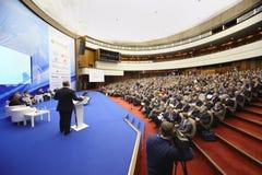 论坛的成员关于阶段和观众的 免版税库存图片