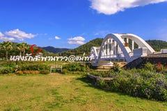 讽刺文,泰国- 1月21 :白色桥梁- Chom 2017年1月21日的Pu桥梁在讽刺文,泰国 免版税库存图片