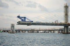 建设中金黄垫铁地铁桥梁,伊斯坦布尔,土耳其 免版税库存图片