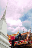 建设中:鲜绿色菩萨的寺庙 免版税库存图片