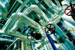 设备、缆绳和管道系统在一现代industr里面 免版税库存图片