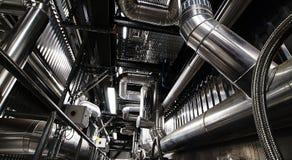 设备、缆绳和管道系统如被找到在一现代industr里面 图库摄影