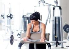 设备体操体育运动培训重量妇女 库存照片