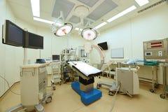 设备和医疗设备在现代手术室 库存照片