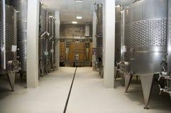 设备现代酿酒厂 库存图片