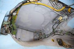 设备的开放隔间在战斗机 Su35战斗机 在显示观众的机场的航空器 库存图片
