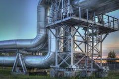 设备行业最新的石油精炼区域 油精炼厂植物的工业管道特写镜头  库存照片