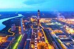 设备行业最新的石油精炼区域 行业工厂 猬 库存图片