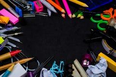 设备辅助部件或工具为教育在学校 免版税库存图片