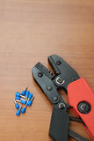 设施缆绳的工具(卷曲)终端 免版税库存照片