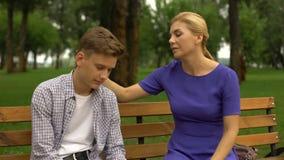 设法的母亲与她的儿子,少年问题,青春期沟通 影视素材