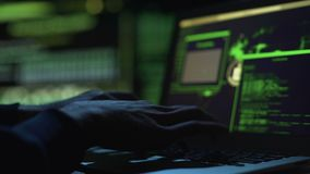 设法的程序员保护国家安全站点,改变的代码在数据库中 影视素材