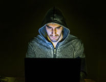 设法的黑客在网上诈欺人 免版税图库摄影