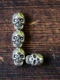 设置信件字母表从金属头骨的-万圣夜 图库摄影