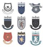 设置品牌,体育俱乐部,学生俱乐部,纹章学盾,皇家,旅馆、安全、充分的传染媒介商标收藏和设计元素 库存图片