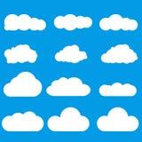 设置在天空蔚蓝的白色云彩 皇族释放例证