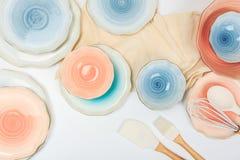 设置在白色背景的色的陶瓷板材 免版税库存照片