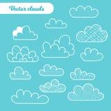 设置在蓝色背景的被隔绝的动画片云彩 向量例证