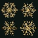 设置在黑暗的金黄背景的冬天雪花 库存例证
