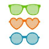 设置快门玻璃 有斑或被装饰的太阳镜,夏天青年玻璃 快门遮蔽太阳镜汇集 库存照片