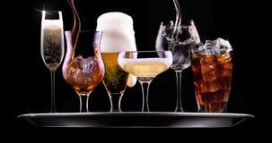 设置用在黑背景的不同的饮料 免版税图库摄影