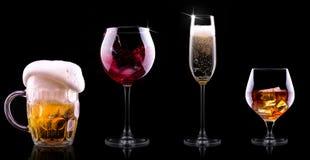 设置用在黑背景的不同的饮料 库存照片