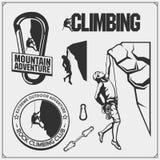 设置登山标签、象征和设计元素 攀岩运动员剪影 向量例证