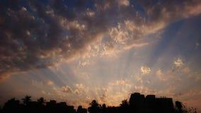 设置的太阳是肯定很快上升 地点孟买 免版税库存照片