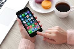 设置社会网络节目著名品牌在iPhone 7的 免版税库存图片