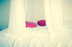 设置能是豪华家或旅馆卧室 恋人的一个地方 免版税图库摄影