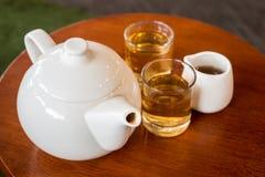 设置表茶木 免版税图库摄影