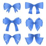 设置装饰的不同的蓝色弓 装饰为情人节、生日、婚礼、庆祝和假日 皇族释放例证