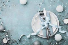 设置顶视图的美丽的圣诞节桌 复制假日菜单的空间 免版税图库摄影
