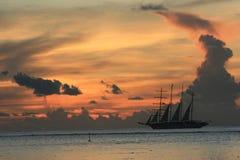 设置风帆 免版税库存照片