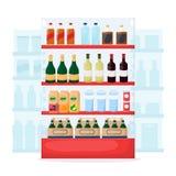 设置饮料和酒产品在超级市场架子 食品店内部 瓶水,啤酒,酒,汁液 动画片传染媒介 库存例证